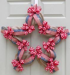 A star-shaped wreath with simple accents of poly burlap, stars and stripes vintage ribbon, and red/white dotted bows. This is perfect for the of July or to show your patriotism any time of the yea Patriotic Wreath, Patriotic Crafts, July Crafts, Summer Crafts, 4th Of July Wreath, Diy And Crafts, Wreath Crafts, Diy Wreath, Ornament Wreath