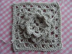 French Nannie's Granny Flower Square: free pattern