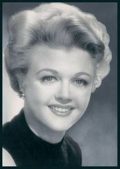 Young Dame Angela Lansbury (Murder, She Wrote) as well as many famous movies. Class act lady Old Hollywood Movies, Golden Age Of Hollywood, Hollywood Stars, Classic Hollywood, Classic Actresses, Classic Films, Beautiful Actresses, Actors & Actresses, Angela Lansbury