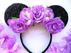 Our Minnie Mouse ears are hand made to order. Dispatched in up to 3-10 working days depending on how busy we are. Feel free to add a note to your order to let us know when it is needed. These pretty Minnie Mouse ears are made of soft sparkly black Minnie ears with a gorgeous flower crown. Ears are sparkly on the front only. Choose what colour you have your flowers!  Great for a fun summer look in Disneyland, fun festival wear or a Disney Princess Bride to Be! Suitable for both adults and…