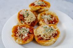 These Bite-Sized Chicken Parmesan Cups are the Perfect Party App