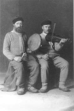 Art Of Noise, Folk Costume, Lithuania, No One Loves Me, Naive, Vintage Photographs, Musical Instruments, Violin, First Love