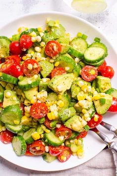 This Corn Avocado Salad Recipe is so tasty, simple and refreshing for summer with fresh off the cob corn, cucumber, tomato, avocado and a hint of lime. Avocado Toast, Corn Avocado Salad, Avocado Salat, Corn Salads, Shrimp Avocado, Salmon Salad, Tomato Salad, Spinach Salad, Quinoa Salad