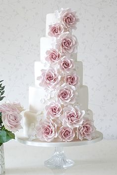 A swoosh of red flowers for this wedding cake! Wedding Cakes With Flowers, Beautiful Wedding Cakes, Gorgeous Cakes, Pretty Cakes, Amazing Cakes, Creative Wedding Cakes, Wedding Cake Designs, Cupcakes, Cupcake Cakes