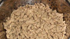 Fotorecept:Pečeňové halušky do hovädzej polievky. Krispie Treats, Rice Krispies, Dog Food Recipes, Hamburger, Beef, Cookies, Desserts, Gnocchi Soup, Meat