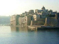 The Harbor at Valletta, Malta, in the early morning light. The Harbor at Valletta, Malta, in the ear Beautiful Islands, Beautiful Places, Amazing Places, Places To Travel, Places To See, Places Around The World, Around The Worlds, Malta Valletta, Malta Island