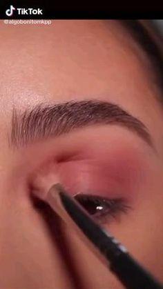 Pink Eye Makeup, Edgy Makeup, Eye Makeup Art, Contour Makeup, Eyebrow Makeup, Skin Makeup, Makeup Pictorial, Makeup Tutorial Eyeliner, Makeup Looks Tutorial