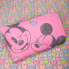 Vintage Minnie and Mickey Mouse Sheet Set- twin extra long for my dorm please!i need new sheets