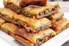This is a fantastic recipe for Greek eggplant pie with peppers and feta cheese. Greek Recipes, Vegetable Recipes, Vegetarian Recipes, Cooking Recipes, Healthy Recipes, Frugal Recipes, Eggplant Dishes, Eggplant Recipes, Greek Dishes