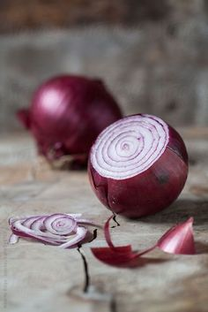 Fresh Organic Red Onion Sliced by Alberto Bogo - Stocksy United Fruit And Veg, Fruits And Vegetables, Fresh Fruit, Fresh Ginger, Vegetables Photography, Fruit Photography, Vegetable Pictures, Fresh Potato, Fruit Painting