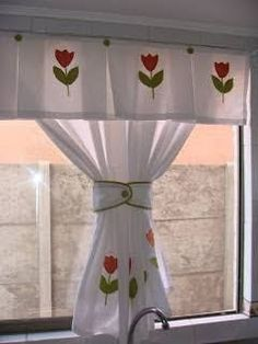 4 ideas to install a light garland in a room - HomeDBS Home Curtains, Kitchen Curtains, Kitchen Curtain Designs, Rideaux Design, Diy Home Decor, Room Decor, Diy Kit, Window Coverings, Decoration