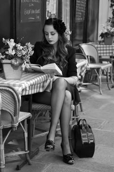 "Reading at table in sidewalk café, Paris. ""He who contemplates the depths of Paris is seized with vertigo. Nothing is more fantastic. Nothing is more tragic. Portrait Girl, Poses, Idda Van Munster, Parisienne Chic, Cafe Style, Woman Reading, Girl Reading Book, Sexy, Clothes Horse"