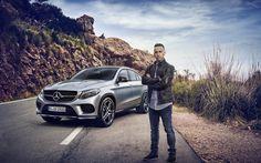 Lewis Hamilton disfruta de la nueva GLE Coupé de Mercedes-Benz.