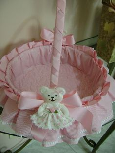 Todos os tamanhos | cesta de bebe | Flickr – Compartilhamento de fotos! Baby Crib Diy, Baby Cribs, Diy Crafts Hacks, Diy And Crafts, Baby Going Home Outfit, Decorated Gift Bags, Trousseau Packing, Gold Baby Showers, Flower Girl Basket