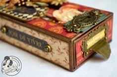 "altered Matchbox | Altered Box | ... Country ""Mon Amie"" Altered ... | altered matchbox Altered Cigar Boxes, Altered Tins, Altered Bottles, Altered Art, Matchbox Crafts, Matchbox Art, Mini Album Tutorial, Scrapbooking, Pretty Box"