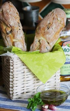 Ciabatta se sušenými rajčaty a olivami Ciabatta, Sourdough Bread, Sandwiches, Turkey, Meat, Cooking, Food, Yeast Bread, Kitchen