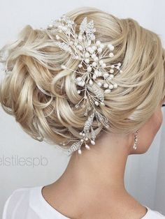 Elstile Long Wedding Hairstyle Ideas 11 / http://www.deerpearlflowers.com/26-perfect-wedding-hairstyles-with-glam/3/ #weddinghairaccessories #weddinghairstyles