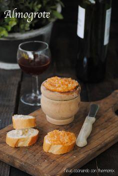 Un aperitivo contundente pero sabroso... el Almogrote  es una pasta untable elaborada con queso, que se toma a modo de picoteo con pan. Es ...