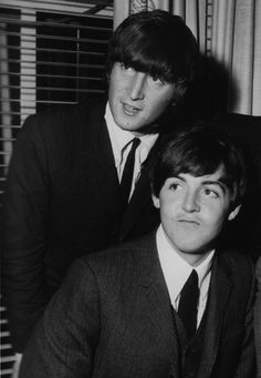 1964 - Paul McCartney and John Lennon. Beatles Band, Beatles Love, John Lennon Beatles, Rock N Roll, Pop Rock, Liverpool, Yoko Ono, Great Bands, Cool Bands
