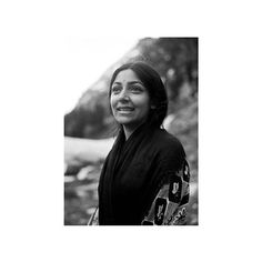 Deepti Naval is an actress as well as a director, writer, painter, and photographer. Her major contribution has been in the area of art cinema, winning critical acclaim for her sensitive and 'close to life' characters that emphasized the changing roles of women in India.  #deeptinaval #classicbeauty #sanjaygarg Deepti Naval, Vintage India, Old Soul, Classic Beauty, Anchors, Evergreen, Bollywood, Writer, Cinema