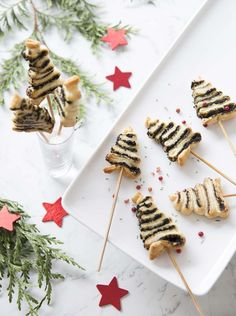 Mini sapins feuilletés à la tapenade : photo de la recette Finger Food Appetizers, Finger Foods, Christmas Cooking, Christmas Recipes, 20 Min, Food Humor, Entrees, Waffles, Buffet