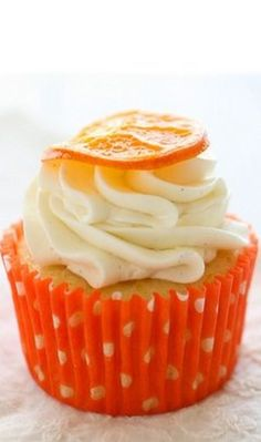 orange vanilla bean cupcakes by Annie's Eats. These might be the cutest cupcakes ever! Vanilla Bean Cupcakes, Yummy Cupcakes, Orange Cupcakes, Orange Muffins, Cupcake Recipes, Cupcake Cakes, Dessert Recipes, Cupcake Ideas, Köstliche Desserts