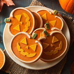 Spooky Sugar Spice Pumpkin Cookies on We Heart It Buttery Sugar Cookies, Pumpkin Sugar Cookies, Butterscotch Cookies, Best Dessert Recipes, Cookie Recipes, Desserts, Cookie Ideas, Vegan Recipes, Halloween Cookies