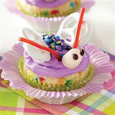 Butterfly Cupcakes - the perfect cupcake recipe for a spring birthday or an easter party. Crisco Recipes, Pillsbury Recipes, Easy Recipes, Butterfly Cupcake Cake, Cupcake Cakes, Cup Cakes, Butterfly Birthday, Butterfly Kisses, Perfect Cupcake Recipe
