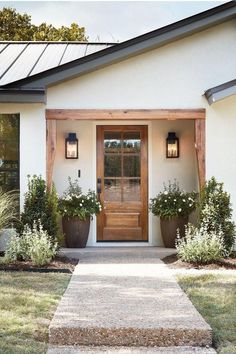 front door inspiration wood front door with big windows home decor inspiration entryway landscaping inspiration Pintura Exterior, Wood Front Doors, Front Door Plants, Planters For Front Porch, Farmhouse Front Doors, Front Porch Lights, Big Planters, Privacy Glass Front Door, Front Of House Plants
