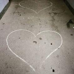 Guten Morgen. Dieser Tag beginnt mit Herzen und zwar ausreichend vielen für alle. Greift zu. Wie geht es Euch heute Morgen? #familienblog #elternblog