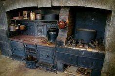 Old irish kitchen stove Primitive Kitchen, Old Kitchen, Kitchen Witch, Rustic Kitchen, Vintage Kitchen, Real Kitchen, Life Kitchen, Kitchen Ideas, Kitchen Decor