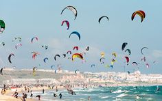 // kite surfing, tarifa, spain What a beach. With sand from Sahara and the surroundings and atmosphere as a hippy town from the we really had great trip here. Wind Surf, Sup Surf, Water Photography, Action Photography, Windsurfing, Roadtrip, National Geographic, Strand, Places To Visit