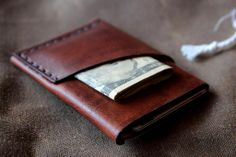 Photo and review by SkogKniv of the 5 Port Minimal Leather wallet. Thanks Skog!