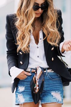 The silhouette, the structured shoulders, the material and those outlandish gold accents make for a very serious addition to anyones wardrobe Short Outfits, Chic Outfits, Spring Outfits, Fashion Outfits, Womens Fashion, Look Casual, Casual Chic, Balmain Blazer Outfits, Look Hippie Chic