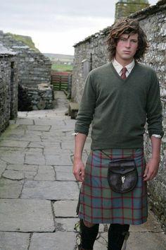 Shaggy good looks all in a kilt Beautiful Men, Beautiful People, Scottish Man, Men In Kilts, Sharp Dressed Man, Tartan Plaid, Dandy, Dapper, Hot Guys