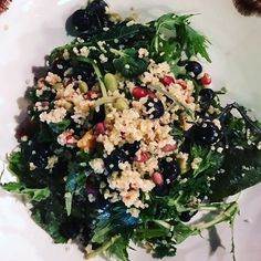 It's not to cold for fresh raw salads but if you're feeling a chill you can make a warmer heartier salad by adding some warm wholegrain couscous 😋 My Favorite Food, Favorite Recipes, Whole Food Recipes, Vegan Recipes, Quinoa Bowl, Salad Ideas, One Pot Meals, Couscous