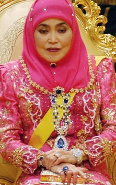 Queen Saleha of Brunei Darussalam ~ more accessorizing with diamonds and sapphires