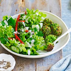 A healthier WW recipe for Green pea croquettes with garlic dressing ready in just Get the SmartPoints value plus browse other delicious recipes today! Ww Recipes, Healthy Recipes, Delicious Recipes, Pea Fritters, Super Greens, High Protein Low Carb, Green Peas, Fresh Mint, Dressing Recipe