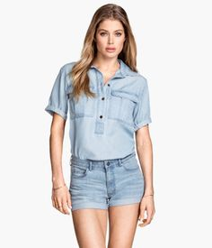 5-pocket shorts in washed stretch denim with a regular waist and raw-edge hems.