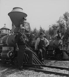 Walt Disney and his railroad buddy, premier Disney animator, Ward Kimball. Walt Disney Land, Walt Disney Company, Disney Family, Disney Magic, Disney Parks, Disneyland Photos, Vintage Disneyland, Disneyland History, Disneyland Castle