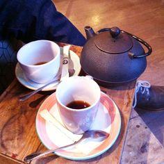 Té (o agua sucia del Urumea) en buena compañía