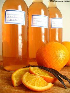 Recette Vin d'orange : Laver les oranges et les découper en quartiers. Fendre les 2 bâtons de vanilles en deux.Mettre l'ensemble des ingrédients dans une bon...