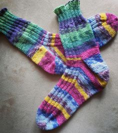How to Knit Toe Up Socks - Video with step by step instructions for beginners