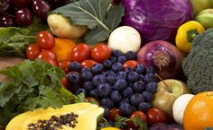 In those times when nutrition stumps you, consider this: eat the rainbow! Rainbow Food, Eat The Rainbow, High Fiber Diet Plan, Food Combining, Anti Inflammatory Recipes, Eating Organic, People Eating, Diets For Beginners, Plant Based Diet