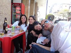 no mesmo bar de sempre....Fer,Paula, Nay e Allan