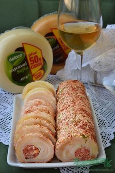 Rulada aperitiv de cascaval afumat si natur Amazing Food Decoration, Romanian Food, Christmas Appetizers, Weight Watchers Meals, Food 52, Finger Foods, Healthy Snacks, Food And Drink, Cooking