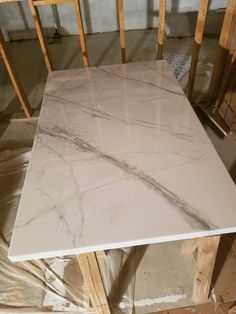 DIY Marble Countertops Using Epoxy – Leaving a Light On Stone Coat Countertop, Faux Marble Countertop, Refinish Countertops, Faux Marble Dining Table, Diy Dining Table, Building A Small House, Home Remodeling, Kitchen Remodeling, Living Room Kitchen