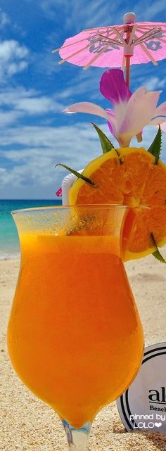 Enjoy the beautiful beaches in Hawaii while having a Mai Tai or any cocktail drink! - Drinks For Healthy Living Summer Of Love, Summer Fun, Summer Time, Decoration Cocktail, Drink Party, Cocktail Drinks, Cocktails, Orange Cocktail, Orange Drinks