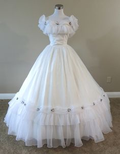 Cheap civil war costumes, Buy Quality costume renaissance directly from China civil war Suppliers: White Chiffon & Pink Rosebuds Civil war costume renaissance dress satin dres Old Fashion Dresses, Old Dresses, Pretty Dresses, Beautiful Dresses, Prom Dresses, Wedding Dresses, Vintage Gowns, Vintage Outfits, Vintage Prom