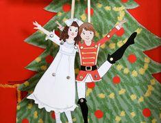 Одно из традиционных новогодних развлечений - разыгрывание представлений в кругу семьи и друзей былонезасл